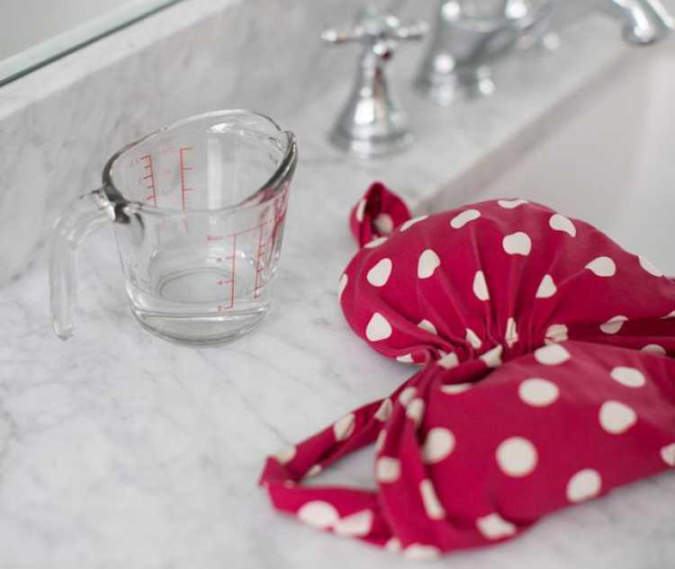 Você pode substituir o sabão comum pelo vinagre para lavar roupas delicadas a mão