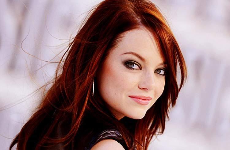 Um dos principais erros de toda mulher ao se maquiar, sendo ruiva ou não, é querer definir a sobrancelha com uma única cor de lápis