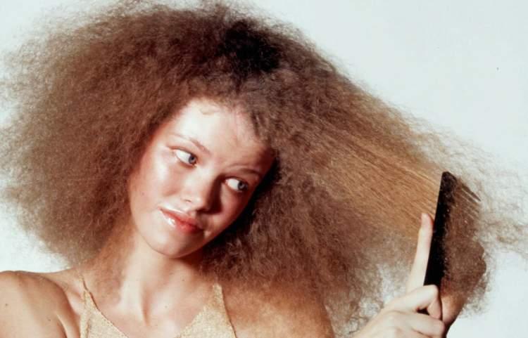 penteando o cabelo crespo