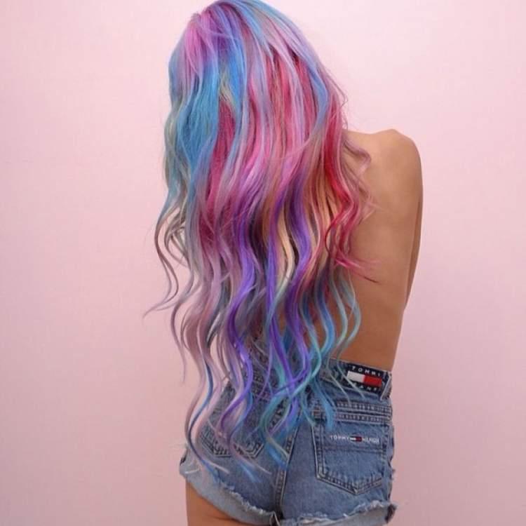 cabelo arco íris é uma tendência para 2017