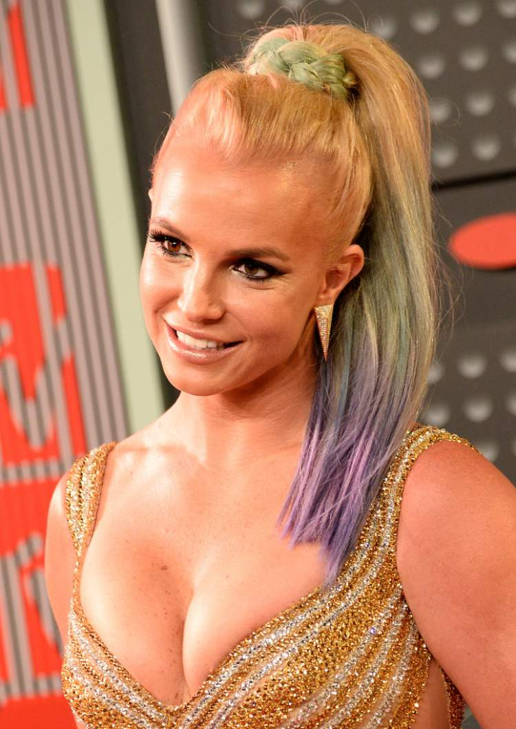 cabelo da Britney Spears é uma das tendências para 2017