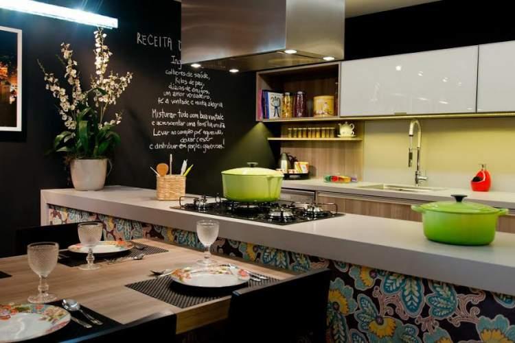 cozinha pequena com móveis planejados