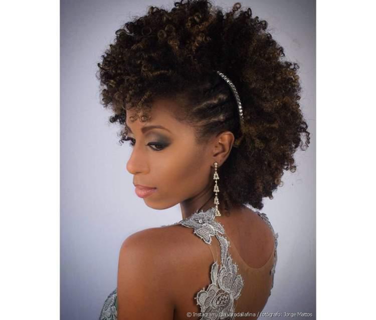 penteado para noiva de cabelo crespo