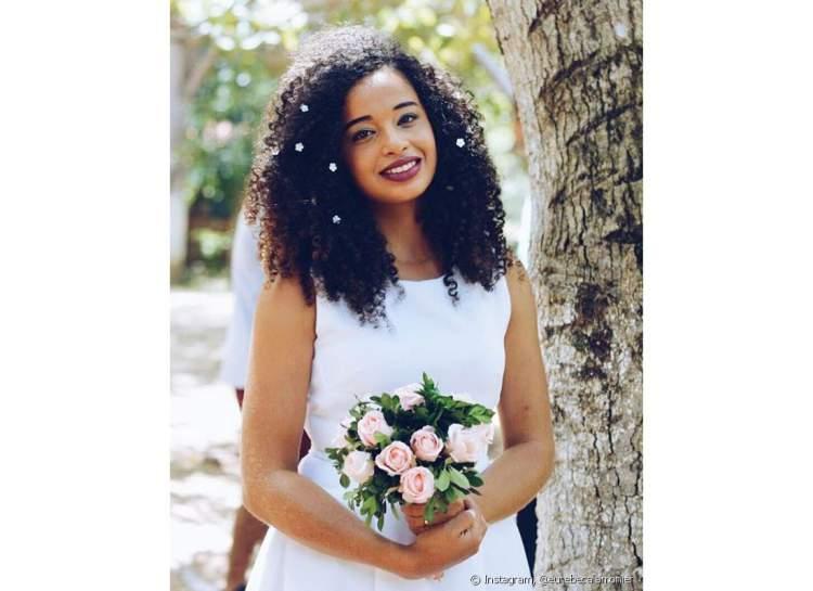 sugestão de penteado para noiva de cabelo cacheado