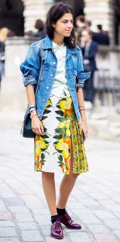 Jaqueta jeans em look estampado