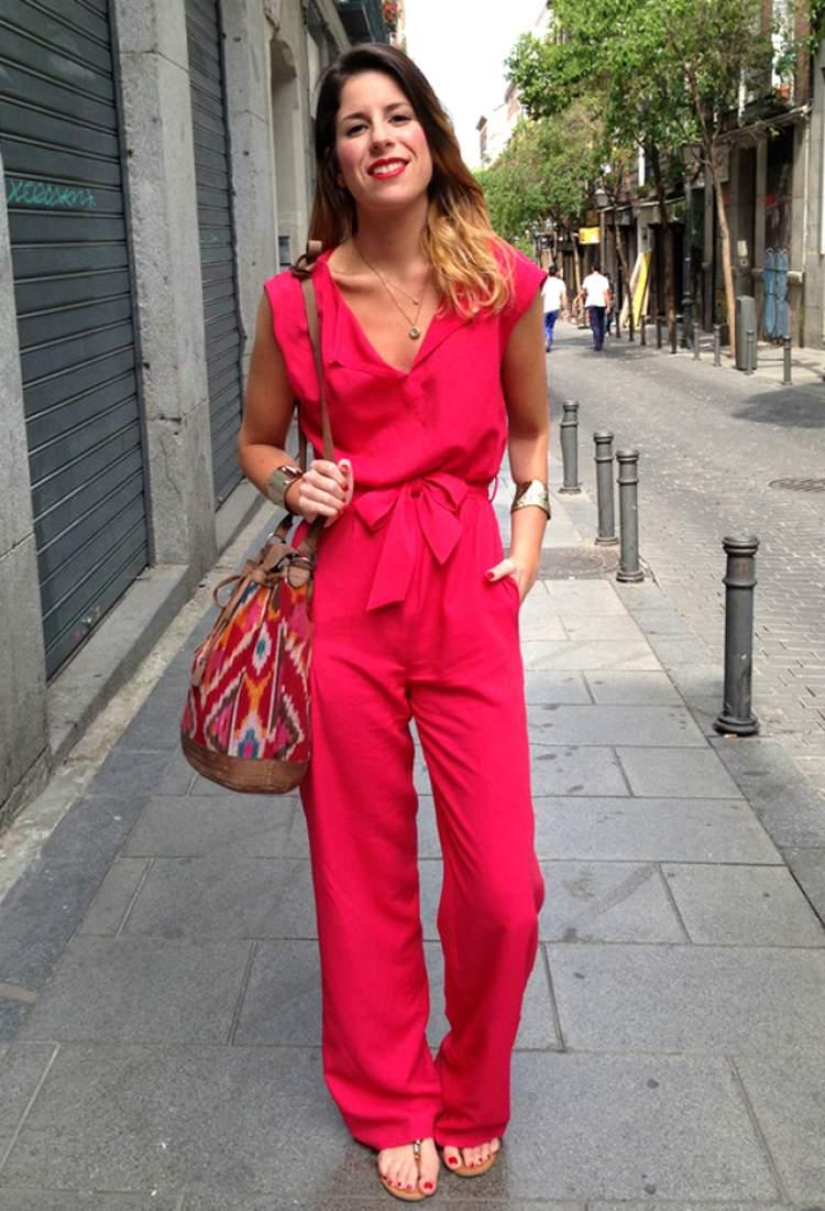 Look fashionista com macacão colorido
