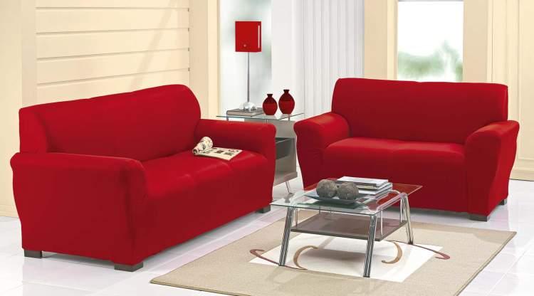 Tente decorar a sala de tal maneira que o sofá fique no meio do cômodo.
