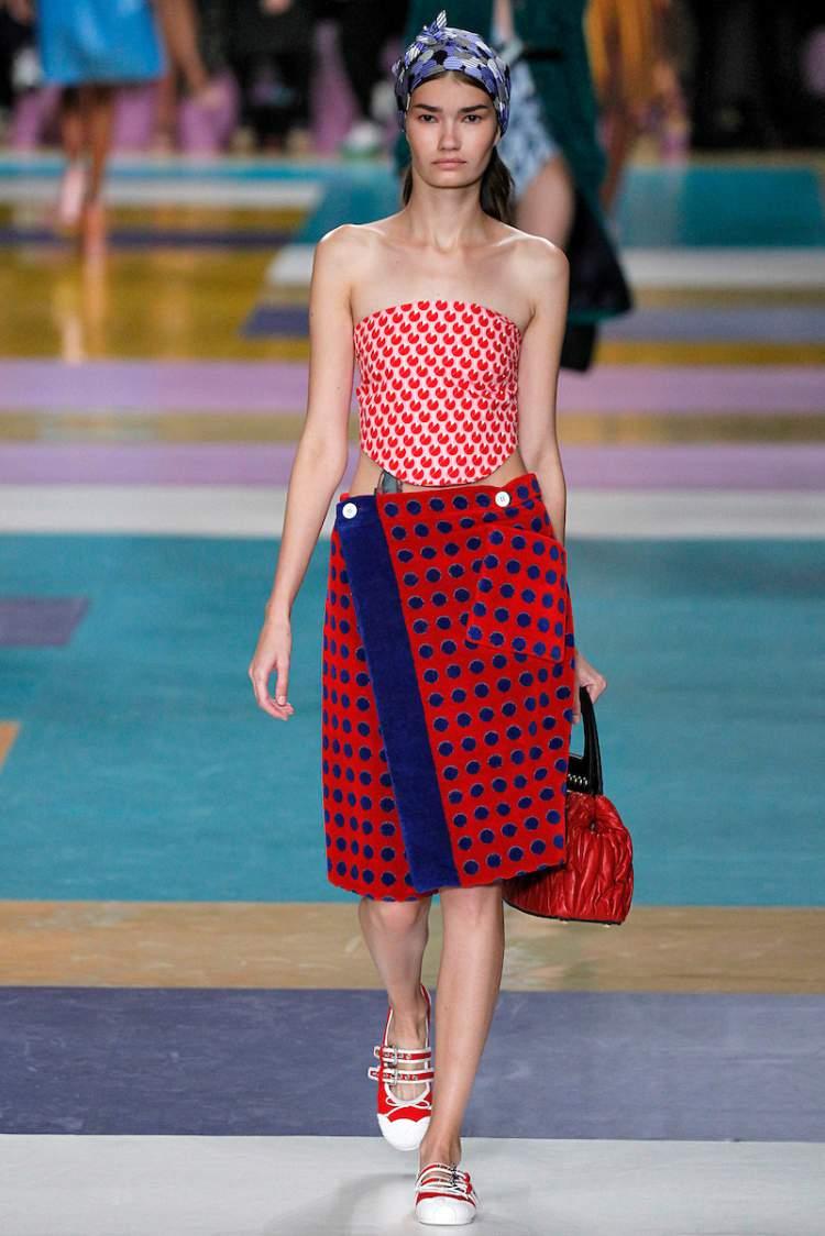 Peças com várias estampas são tendências da moda primavera verão 2018