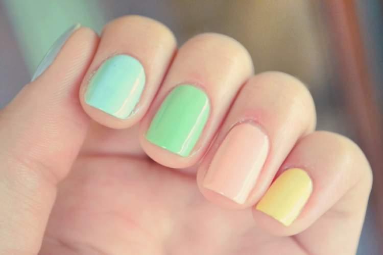 Unhas curtas decoradas com Candy Color
