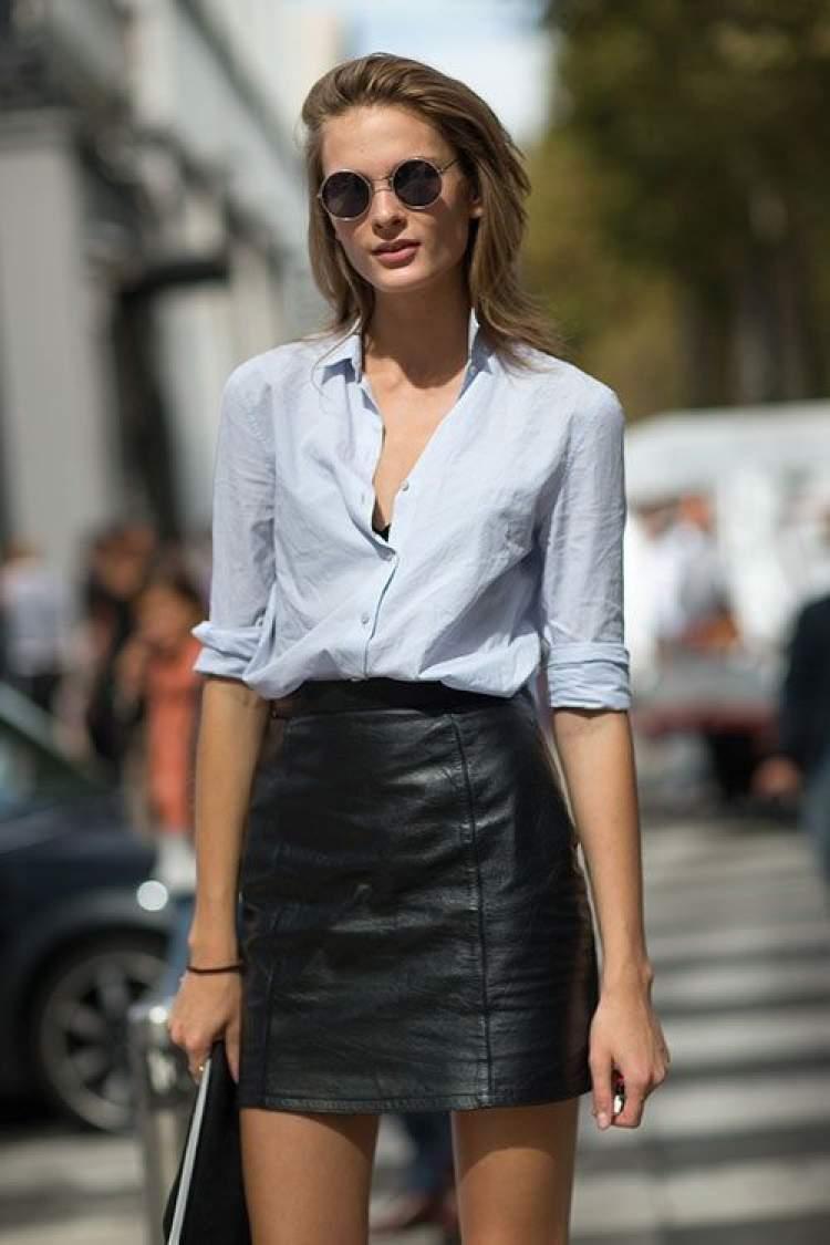 ideia de look para o trabalho usando saia de couro