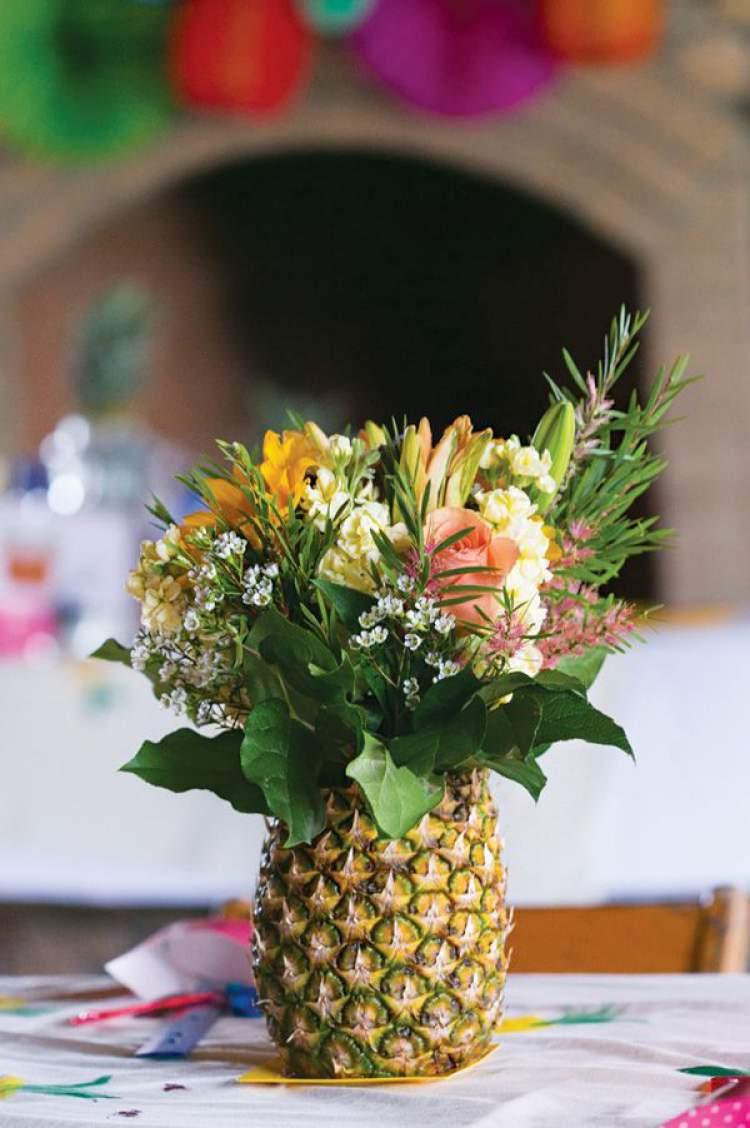 Abacaxi como vaso de flor