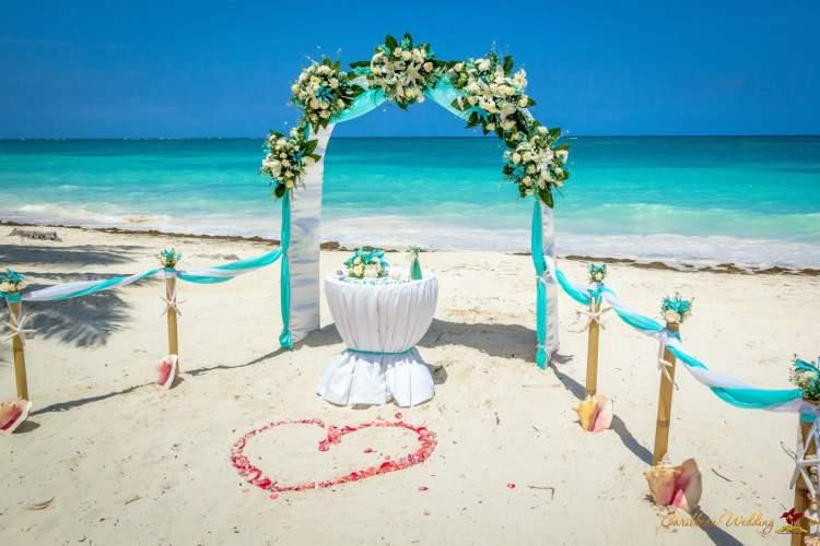 5 coisas que você precisa saber para organizar um casamento na praia