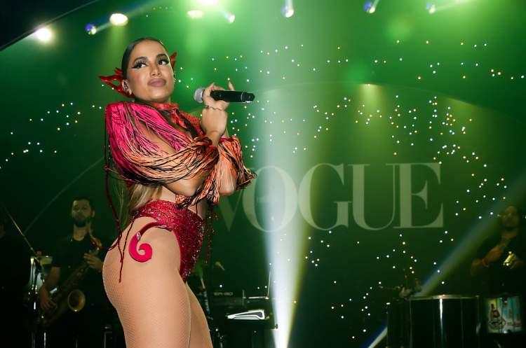 A ousada fantasia de guerreira ariana foi um dos looks de Anitta que quebraram a Internet