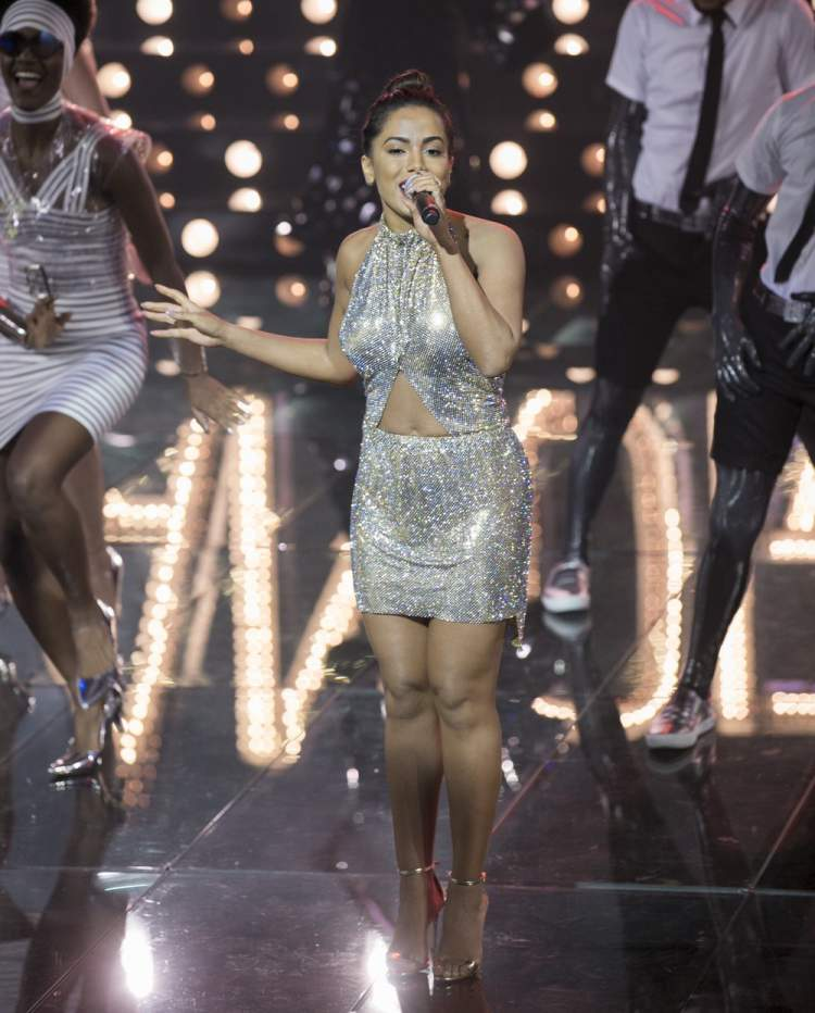 O vestido de dezoito mil reais foi um dos looks da Anitta que quebraram a Internet