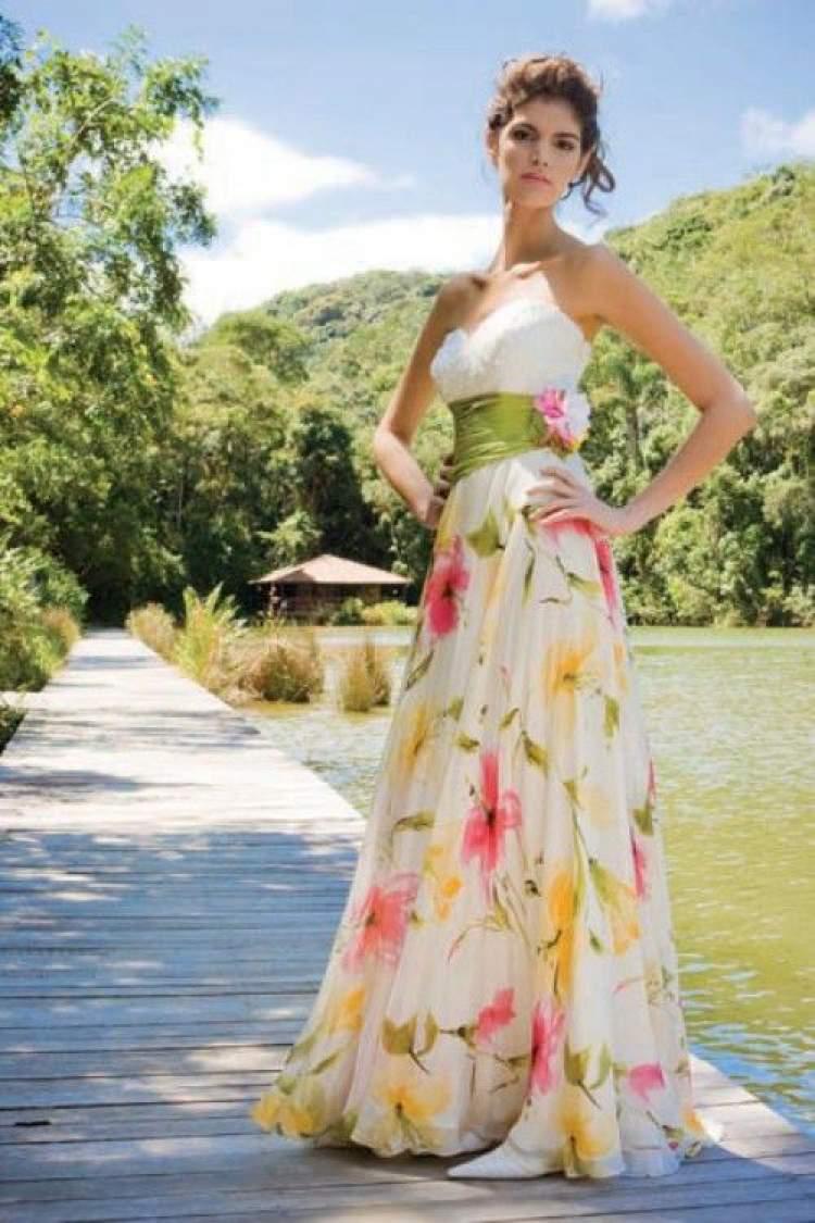 Saiba o que vestir para um casamento diurno na praia