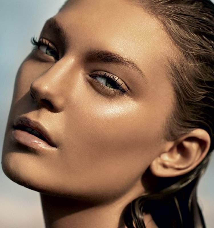 Base e pó com efeito brilhante é um dos truques de maquiagem que enlouquecem os homens