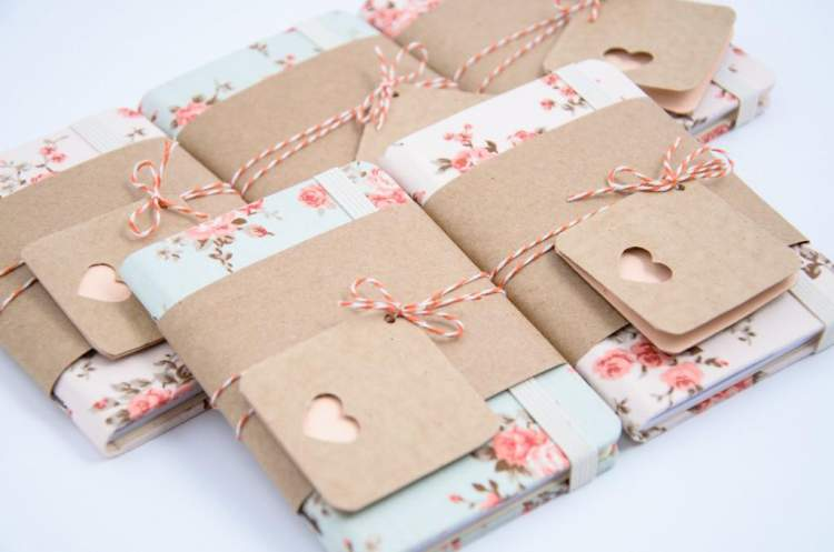 Caderninhos personalizados entre as tendências em lembrancinhas de casamento