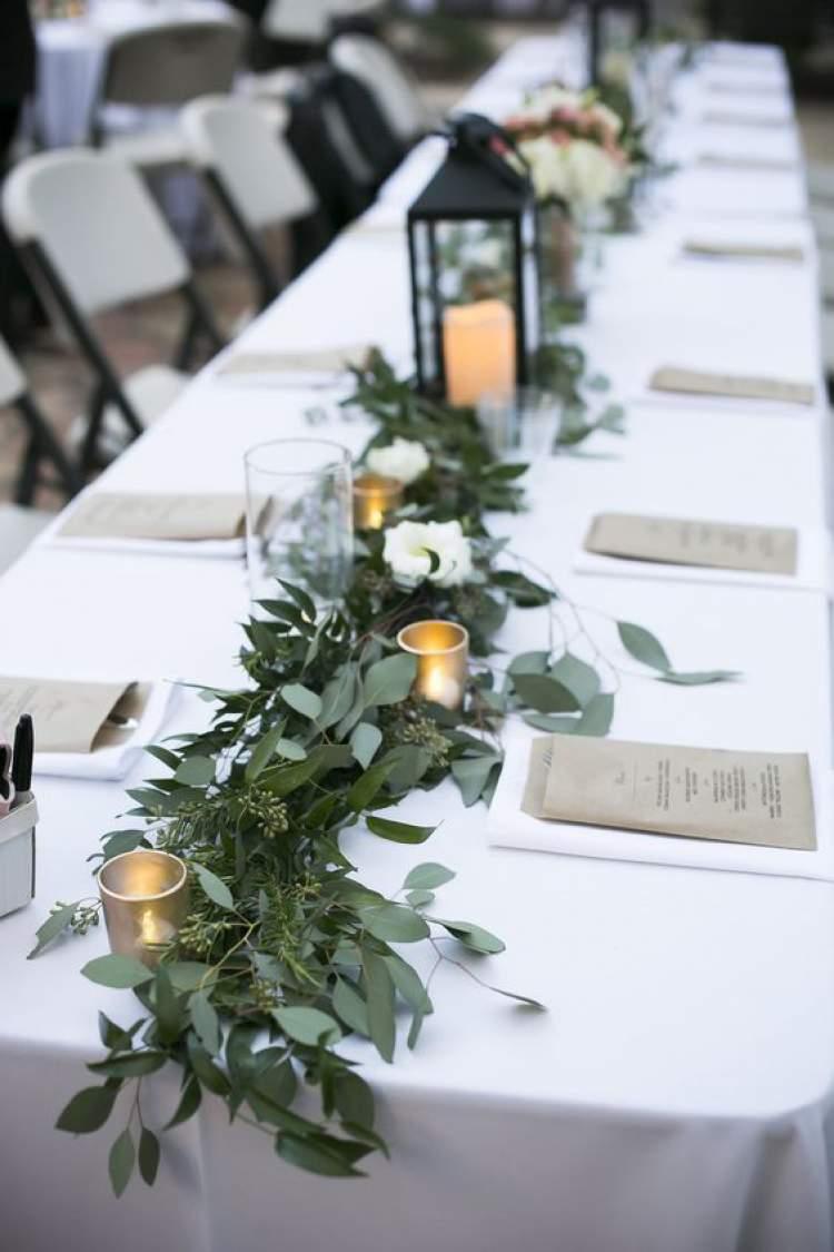 Dicas para decorar uma mesa de festa de casamento com muitas folhas
