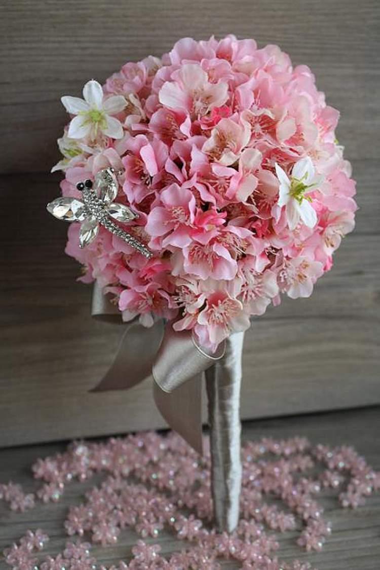 Flor de cerejeira é perfeita para decoração de buffet de casamento