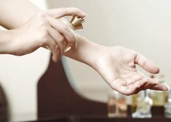 O pulso é uma das melhores regiões do corpo para aplicar perfume