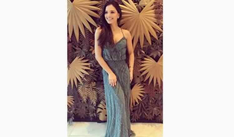 Mariana Rios usando vestido longo