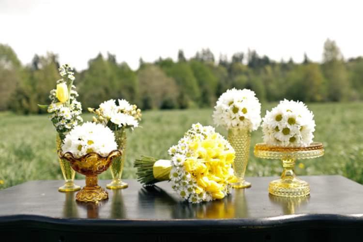 Decoração de casamento no campo com margaridas