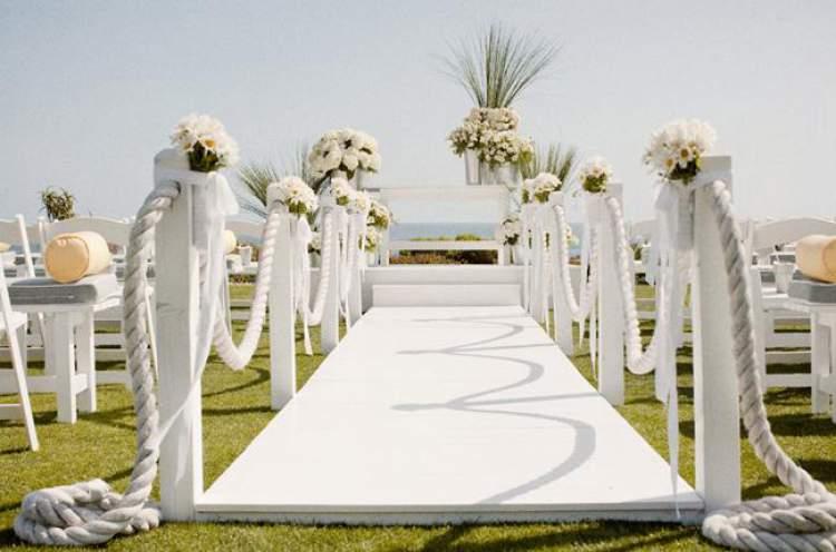 Linda decoração de casamento na praia