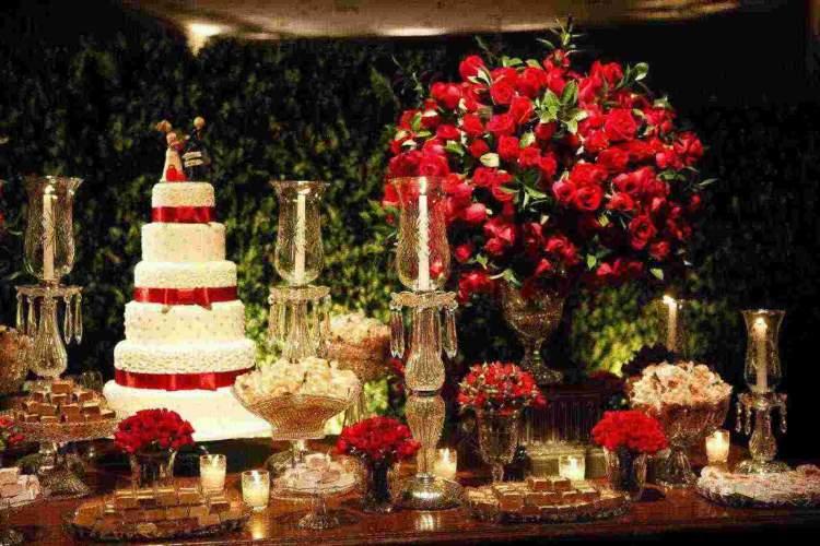 Rosas ficam lindas na decoração de casamento