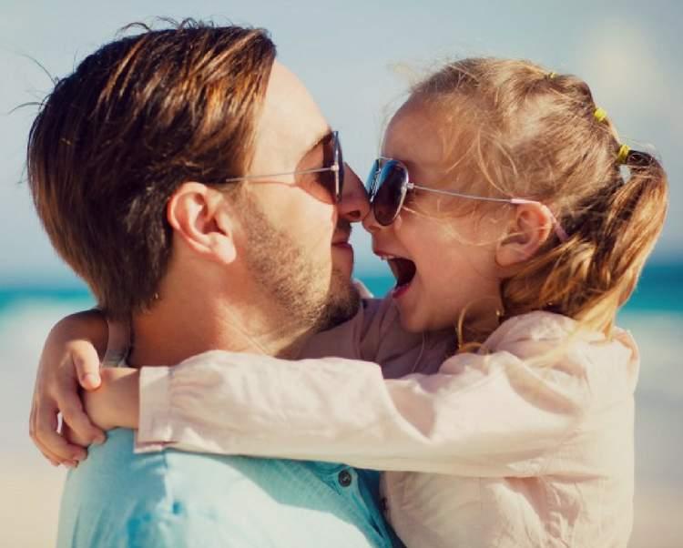 A menina é filhinha do papai