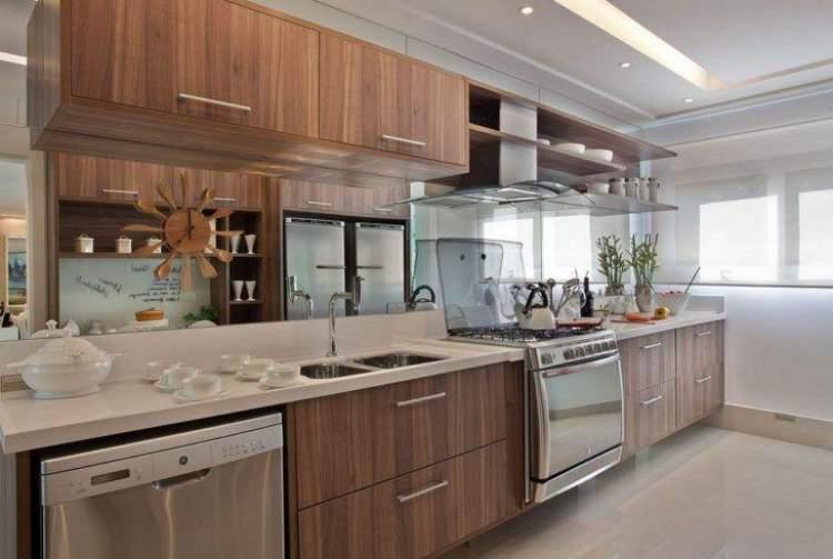 Cozinhas com armários de madeira