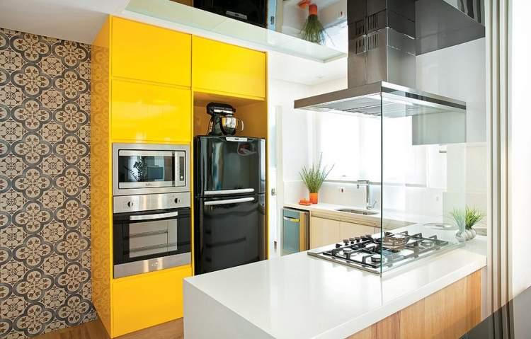 Cozinha em Amarelo e Preto