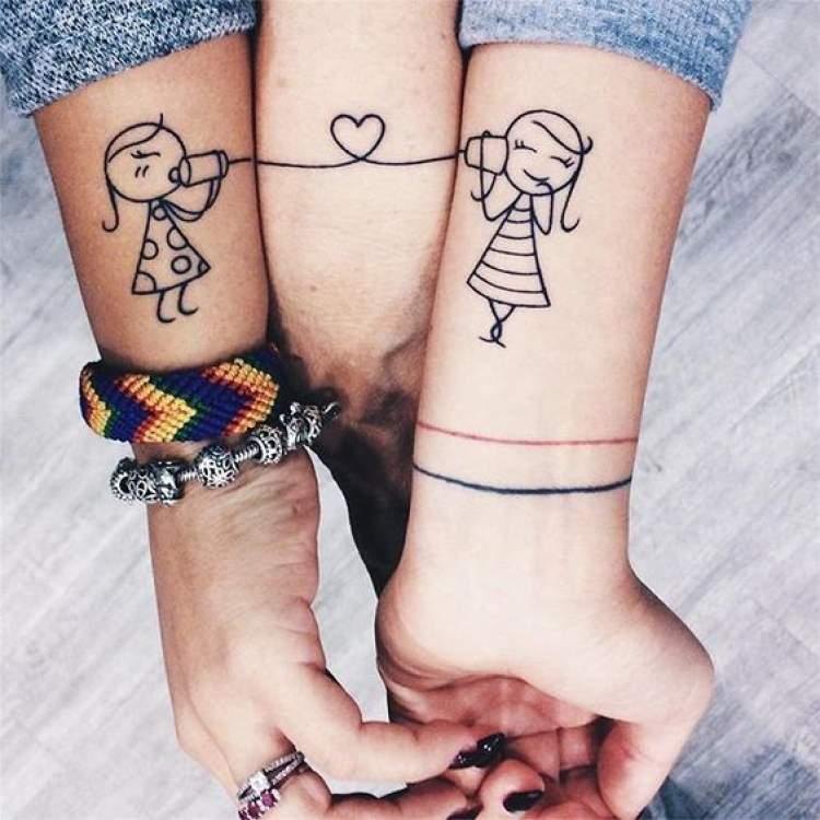 Tatuagens de mãe e filha
