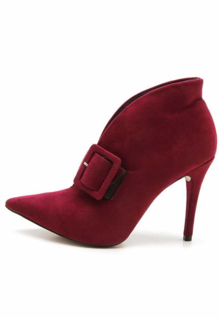 Linda bota vermelha para usar no inverno 2018