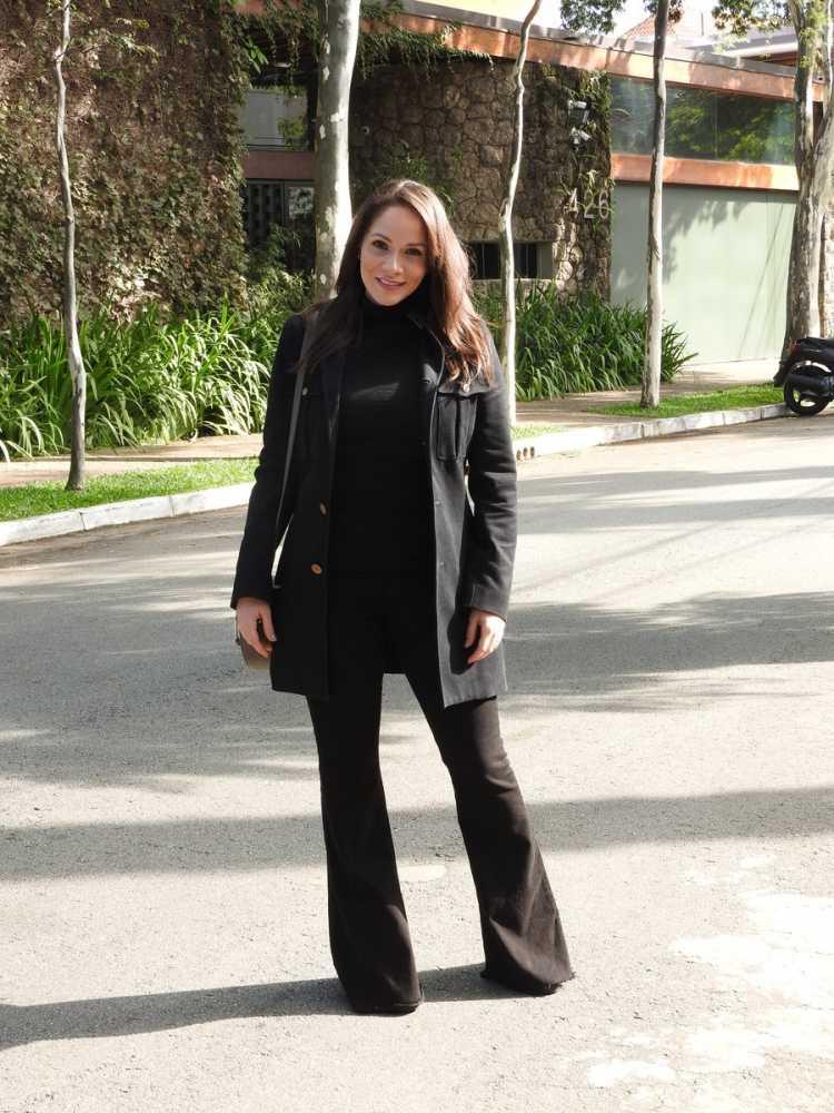 Look total black da atriz Priscilla Olyva