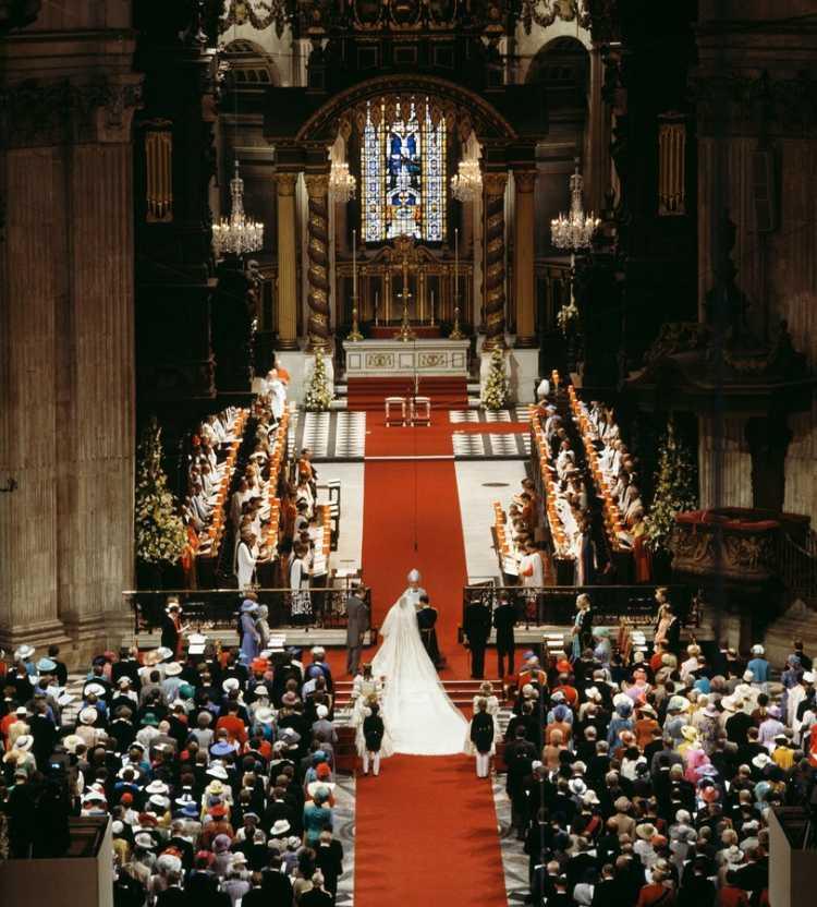 A união entre o Príncipe Charles e Lady Diana Spencer