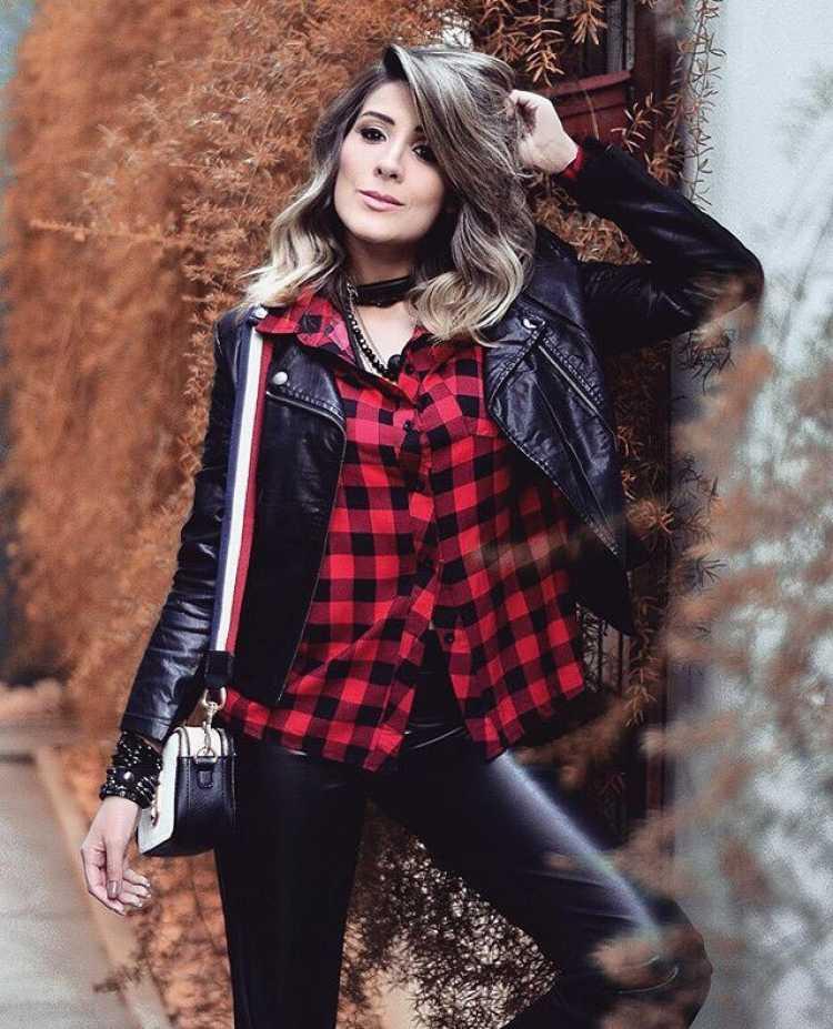 Look para cavalgada com pegada rock: camisa xadrez e calça de couro