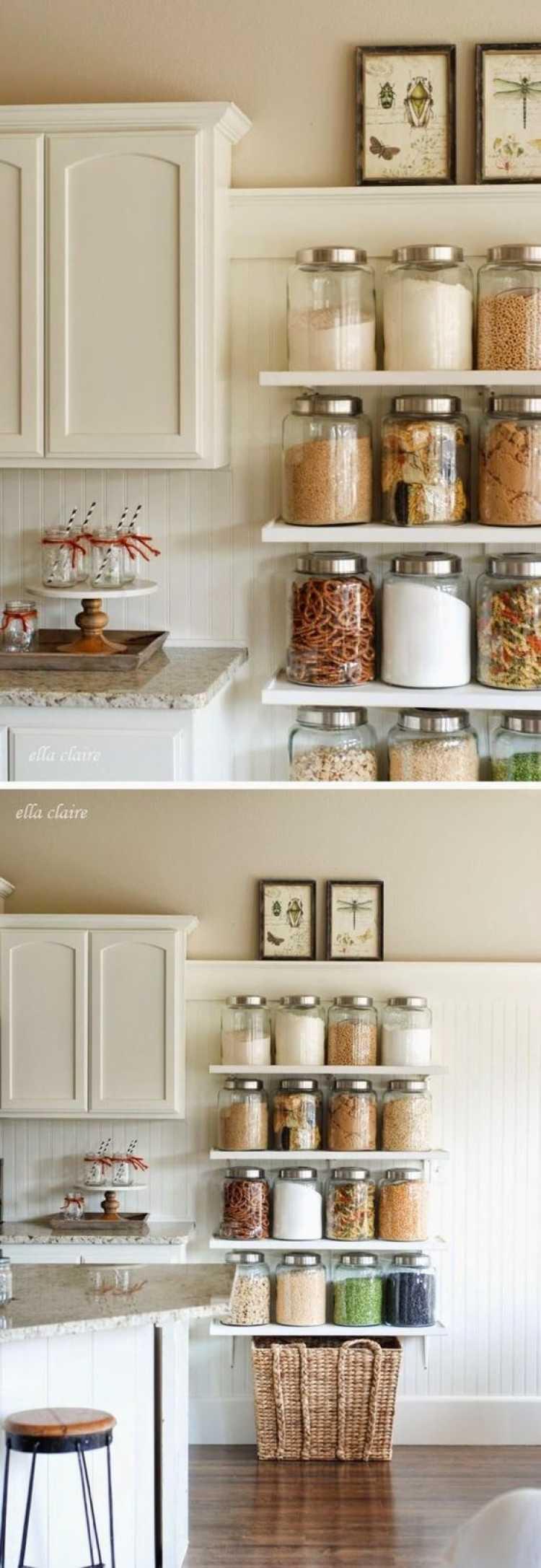 Prateleiras decorativas em cozinha pequena