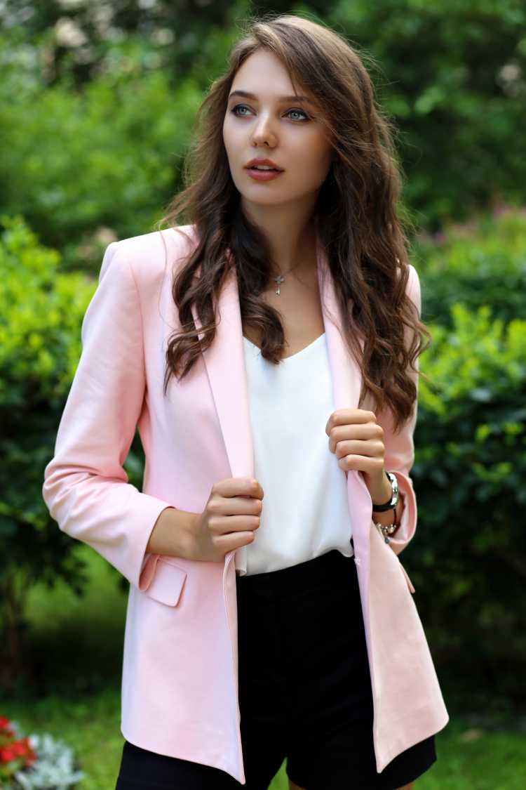 blazer e short de alfaiataria descombinado