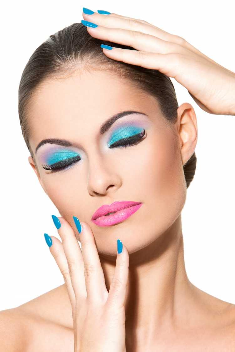passar sombra corretamente é um dos truques para a maquiagem perfeita de Carnaval