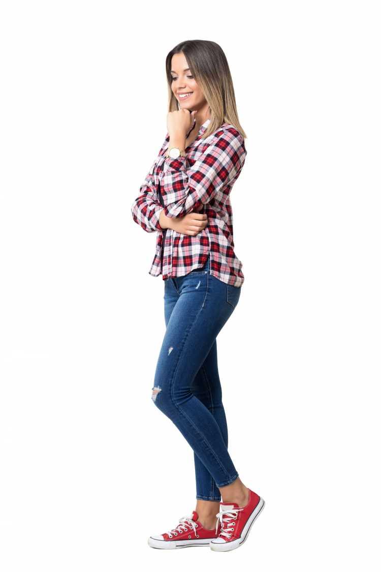 Como se vestir para ir a um show com jeans e tênis all star