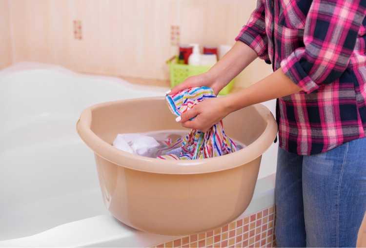 Como tirar mancha de mofo da roupa com bicarbonato