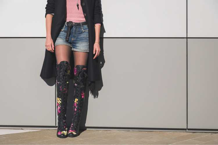 Look com bota over the knee bordada