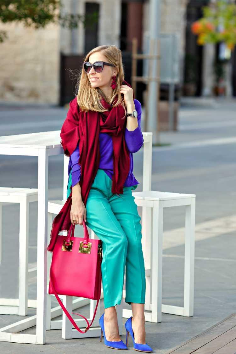 Looks com Mix de Cores com blusa vermelho, azul e verde