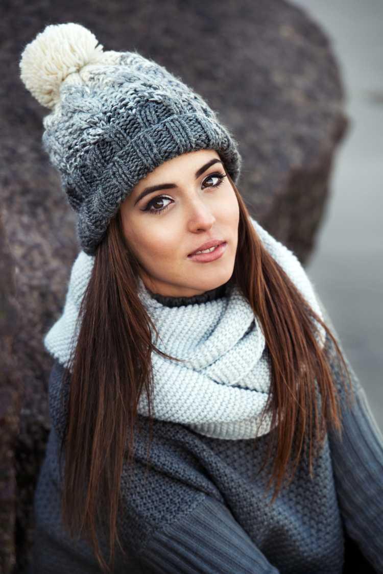 Touca ou Gorro Feminino cinza com branco