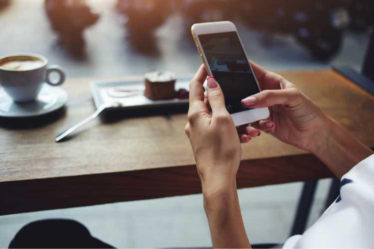 celular é um dos objetos de casa que são muito sujos