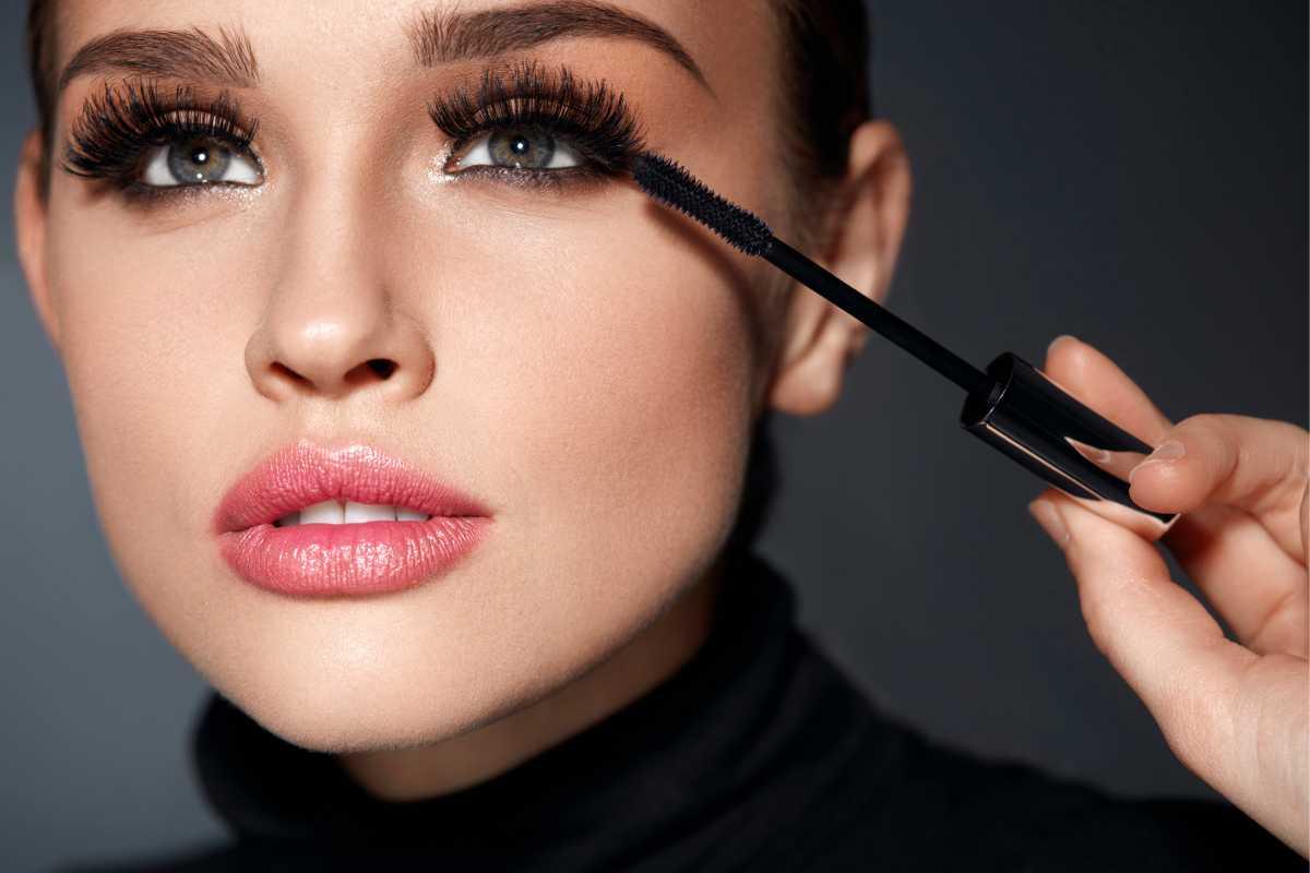 Na maquiagem para fotos, aposte nos cílios