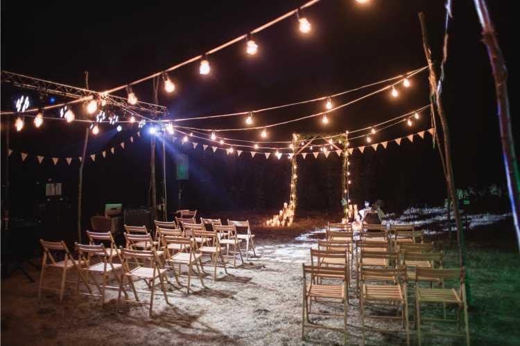 Altar simples para cerimônia de casamento
