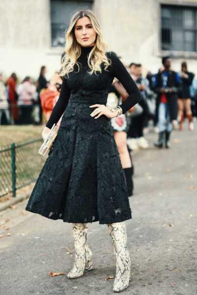 Bota country em look com vestido preto