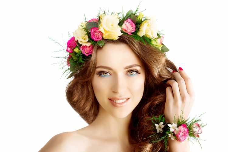 Maquiagem para casamento de dia madrinha coroa de flores