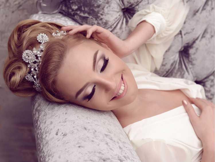 Maquiagem para noiva com cabelo preso
